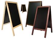 Tafeln und Hinweisschilder